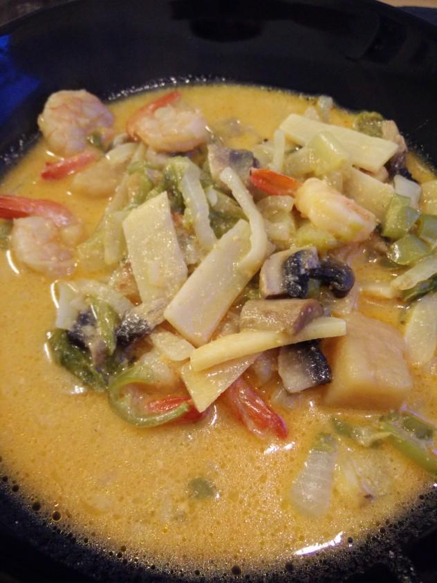 Og resultatet er dette - En nydelig Wok-suppe med store reker og massaan currysmak mildnet av kokosmelka! Nam!