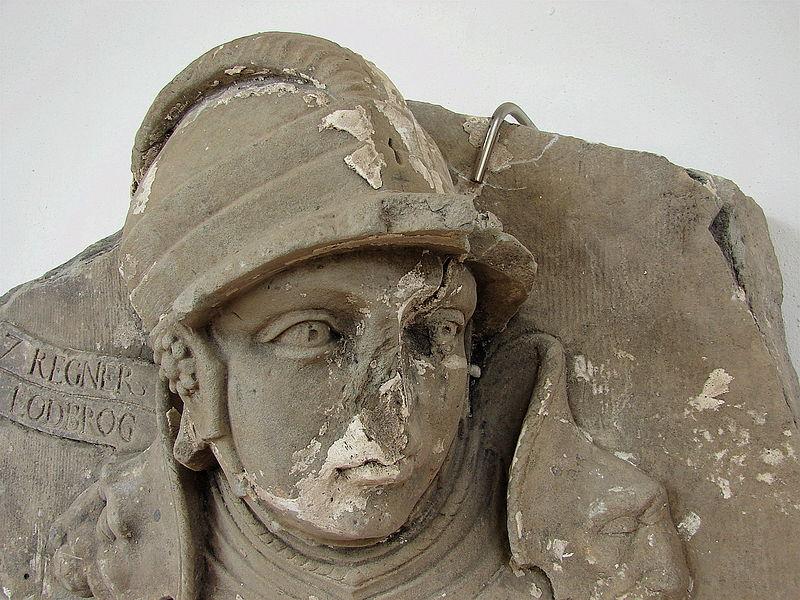 Ragnar Lodbrok avbildet i sandsteinsrelieff i Fredriksborgs Slott